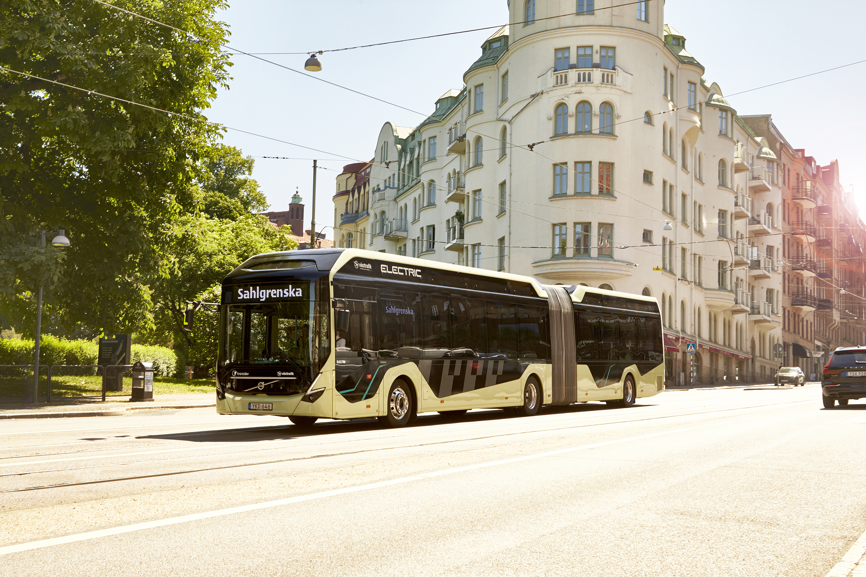 volvo_electric_articulated_concept_bus_3_1.jpg