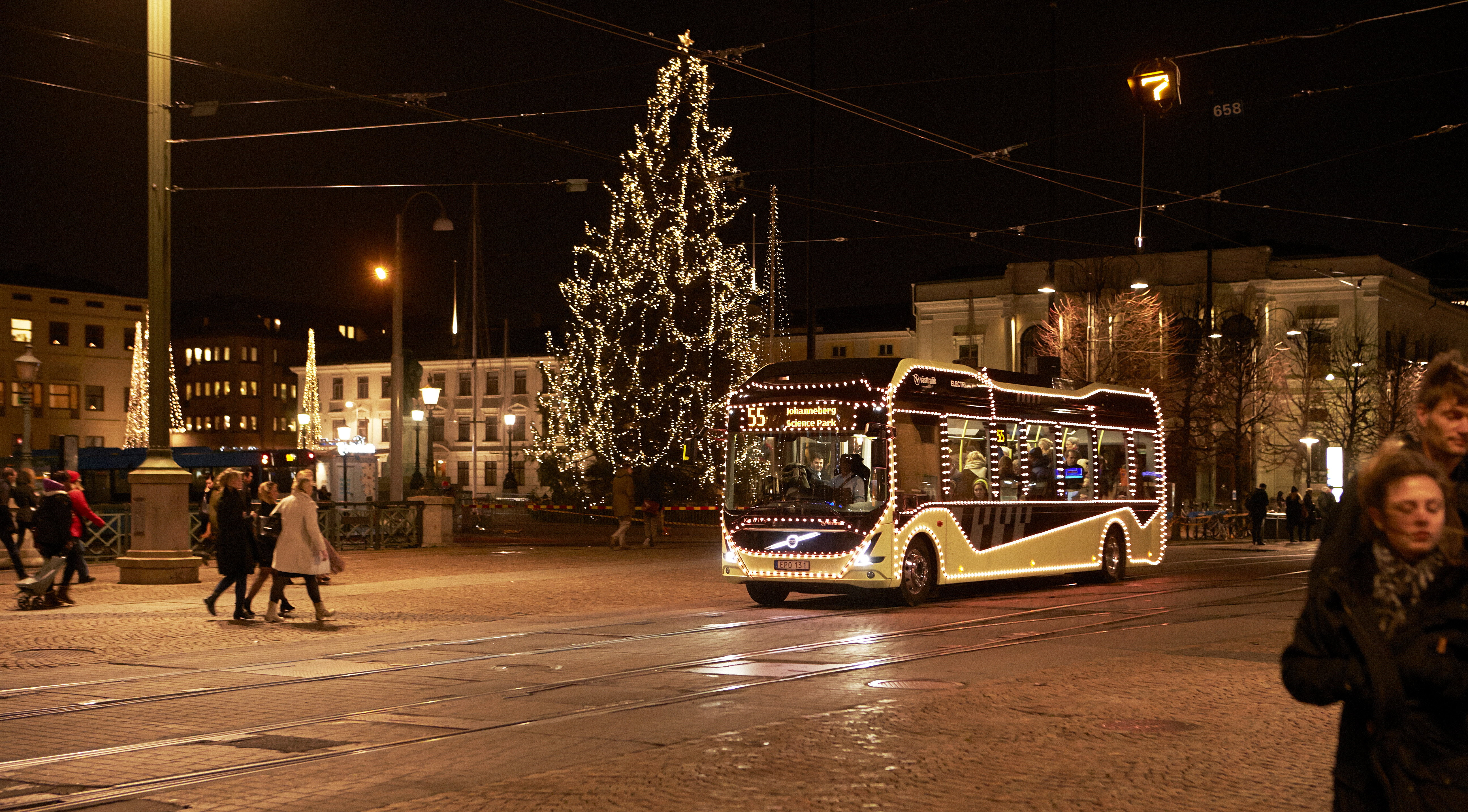 electricity_christmas_bus_2015_129.jpg